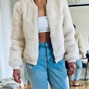 a0ea696be73a2 Forever 21 Cream Faux Fur Bomber Jacket Sz Small